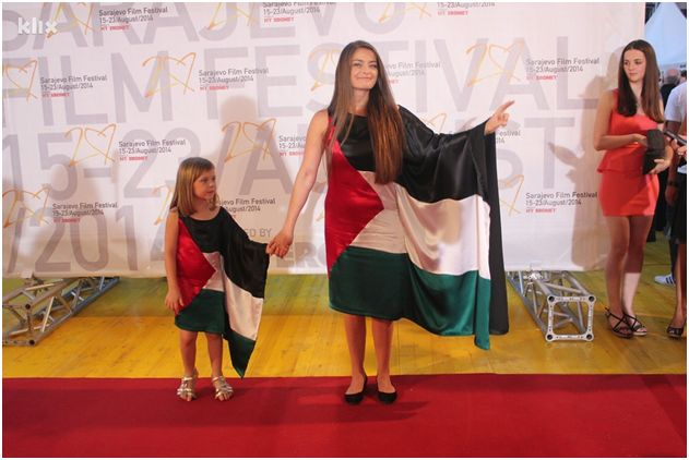 "Sabina Šabić and her daughterin the ""flag gowns"" at the Sarajevo Film Festival,Photo by Davorin Sekulić"
